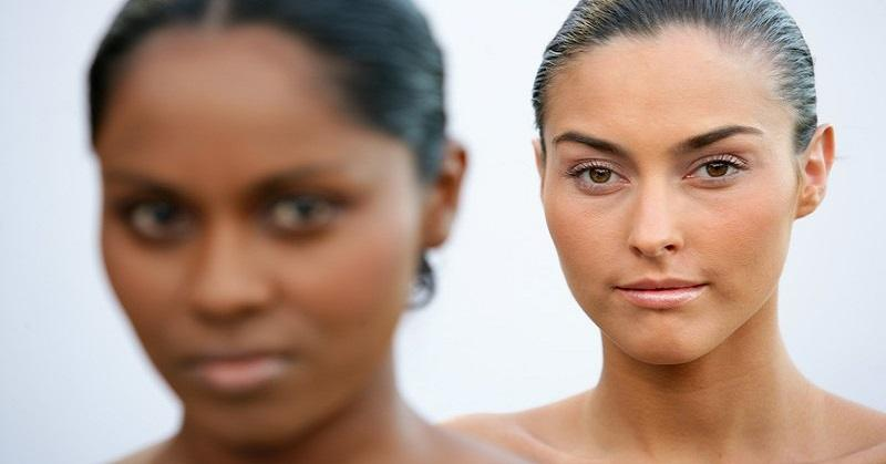 woman comparing herself to other woman, staring at her