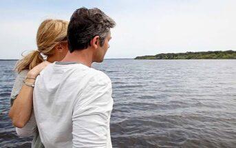 woman with arm around widower boyfriend