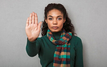 woman holding palm up to demonstrate her boundaries when someone doesn't respect them