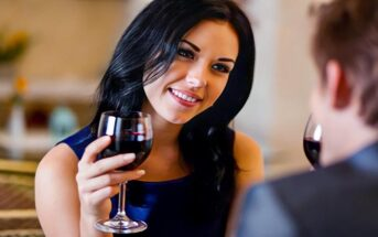 woman on first date with head tilted to one side indicating that it's going well
