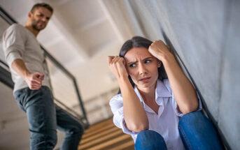 woman feeling anxious around aggressive boyfriend